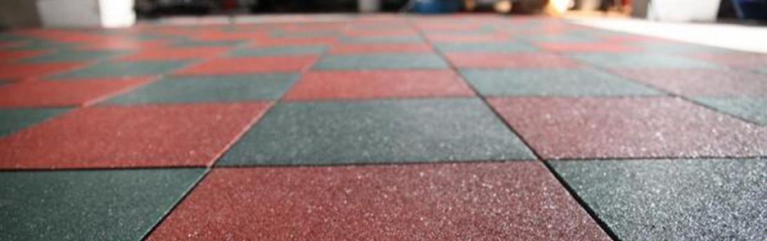 Резиновая плитка 500х500 в гараже