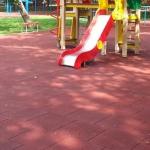 Резиновая плитка 500х500х40мм на детской площадке