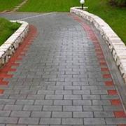 Резиновая плитка Кирпич уложенная на дорожке