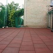 Спортивная площадка. Уложена резиновой плиткой 500 х 500 мм